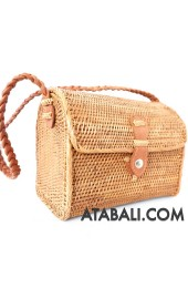 Ata envelope bag with short wire leather handle