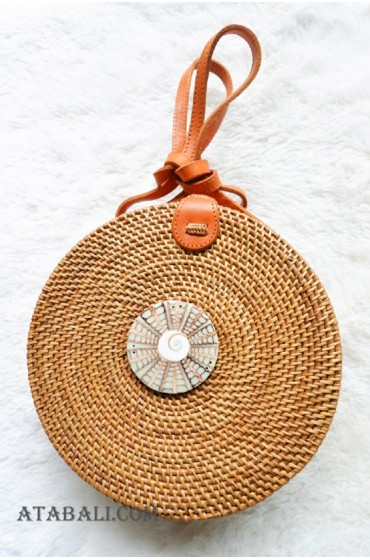 new circle sling bags rattan with shells pendant